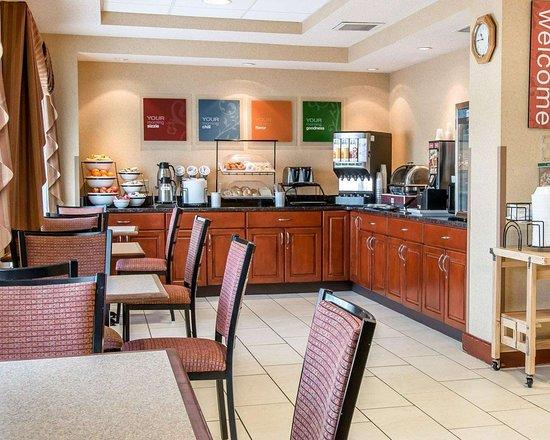 New Buffalo, MI: Free hot breakfast