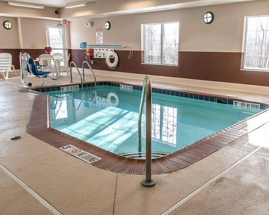 New Buffalo, MI: Indoor heated pool with hot tub