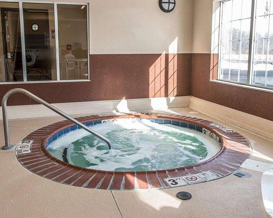 New Buffalo, MI: Indoor hot tub
