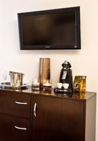 The MAve Hotel: TV
