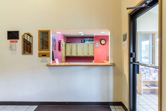 Red Wing, MN: Hotel front desk