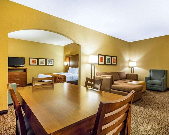 Ramsey, MN: Guest room with dining area