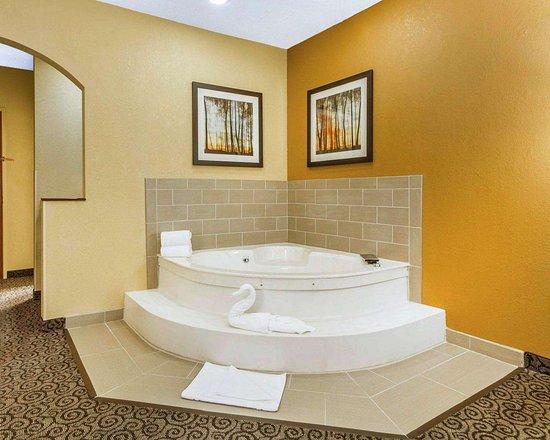 Ramsey, MN: Whirlpool suite