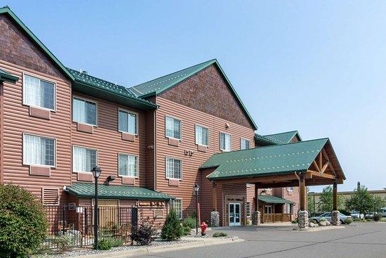 Comfort Suites Rapid River Lodge: Hotel exterior