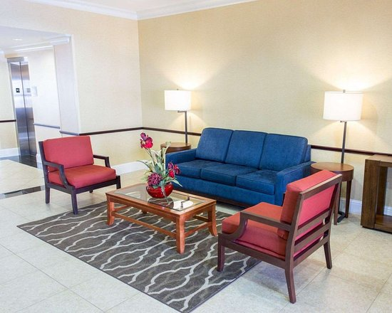 Saint Rose, LA: Spacious lobby with sitting area
