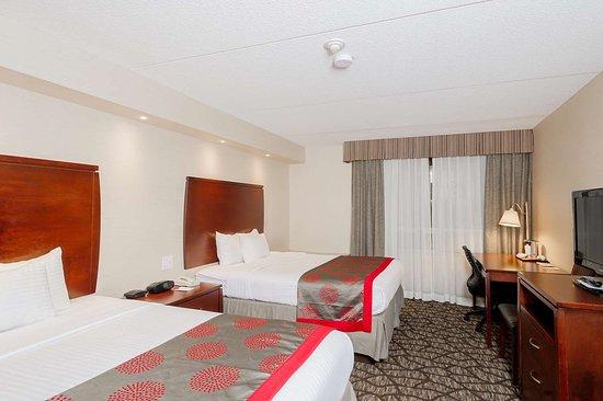 Ramada Niagara Falls by the River : Guest room