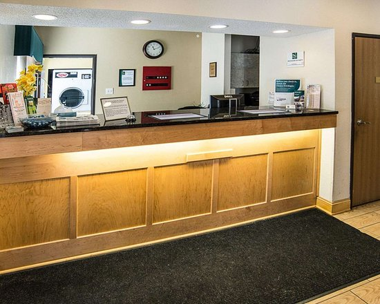 Quality Inn Northtown: Front desk