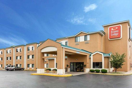 Econo Lodge Inn & Suites: Hotel Exterior