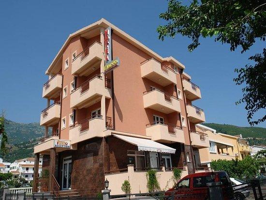 Garni Hotel Fineso: Exterior view