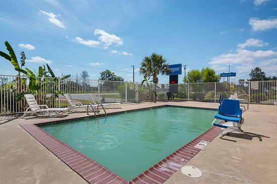 Winnfield, LA: Outdoor pool