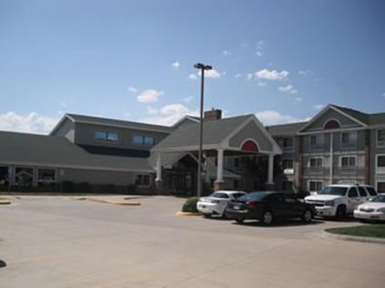 Russell, KS: Hotel Front
