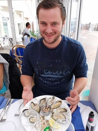 La Voile Bleue: L'entrée : huîtres excellentes