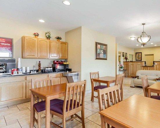 Rockmart, GA: Enjoy breakfast in this spacious area
