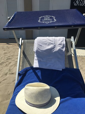 Grand Hotel Mediterranee: Great sunbeds with a face panel