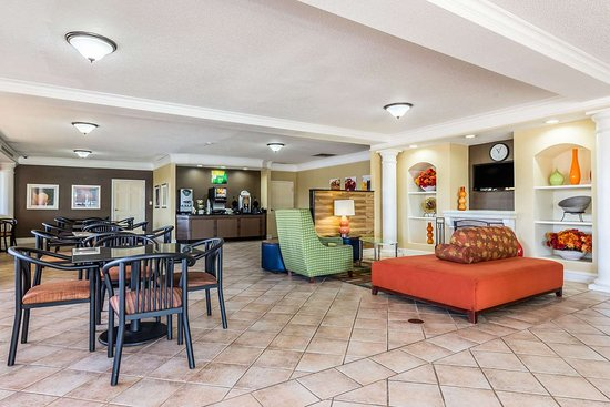 Anderson, SC: Lobby with sitting area