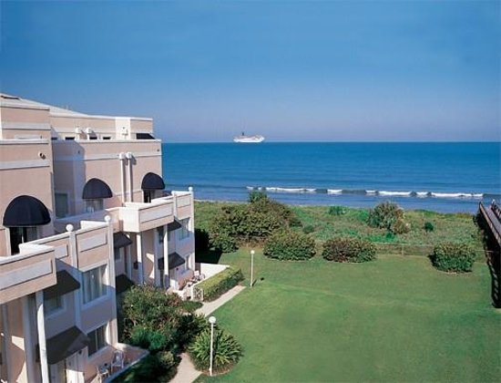 Royal Mansions Resort Hotel