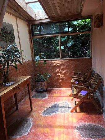 Hotel Claro de Luna: Adjoining sun room