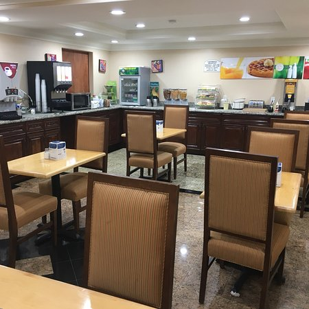 Quality Inn & Suites Atlanta Airport South: photo2.jpg