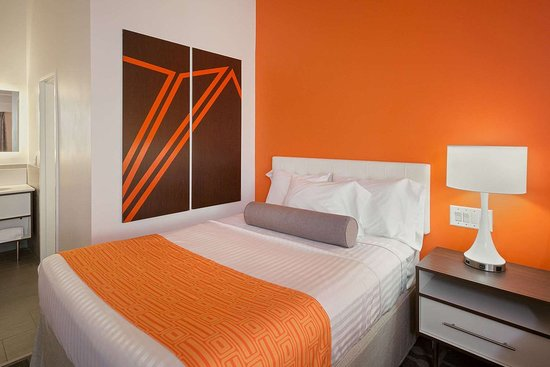 Howard Johnson Hotel by Wyndham Toms River: Guest room