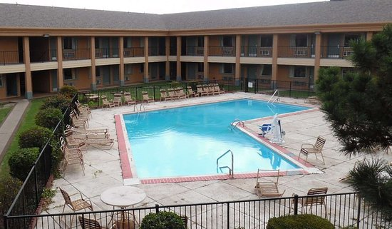 Red Roof Inn & Suites Oklahoma City Southwest: Outdoor Pool