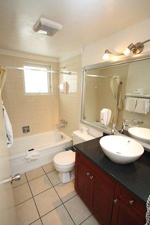 Best Western Gold Rush Inn: Suite Bathroom
