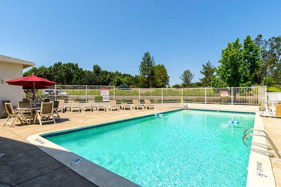Motel 6 Redding Central: pool