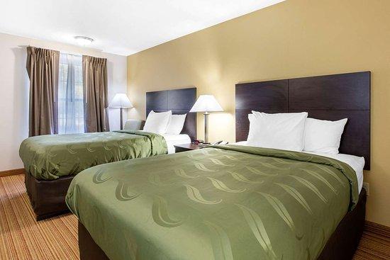 Arab, AL: Spacious guest room
