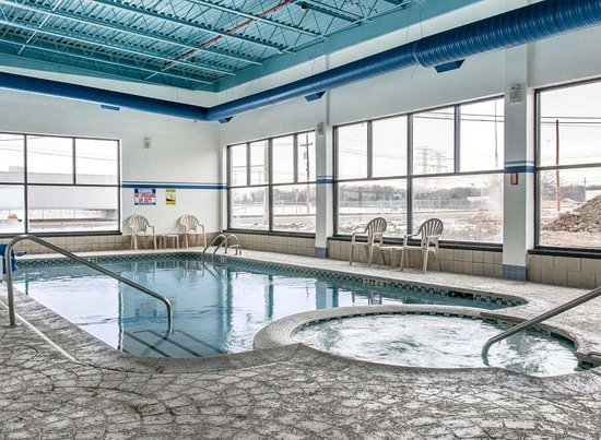 Flat Rock, MI: Pool - indoor