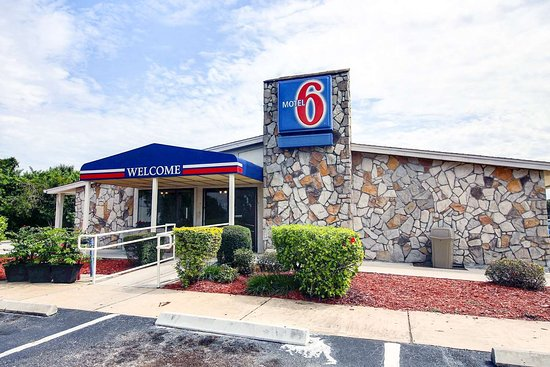 Motel 6 Palm Bay: exterior