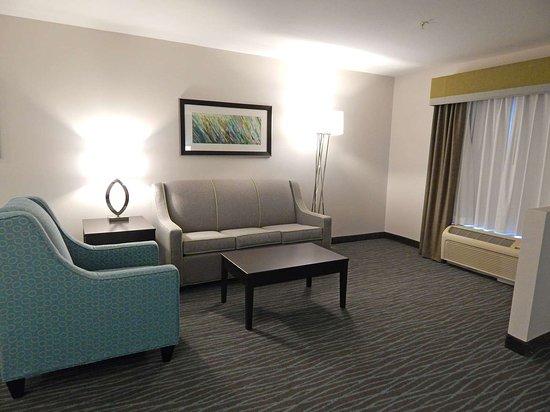 Burkburnett, TX: King Suite Sitting Area