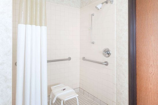 Calumet City, IL: Guest room bath