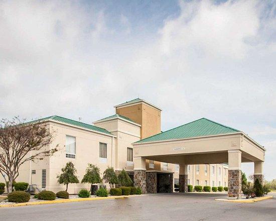 Hayti, Missouri: Hotel exterior