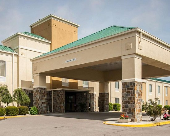 Hayti, MO: Hotel entrance