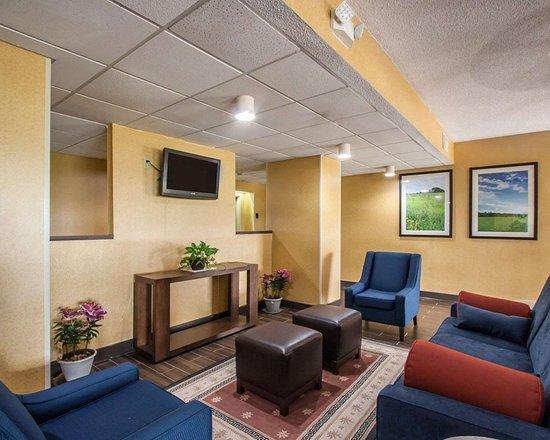 Hayti, MO: Lobby with flat screen tv