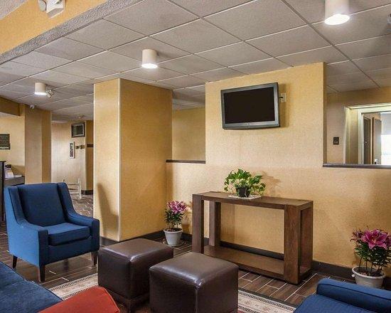 Hayti, Missouri: Spacious lobby with sitting area