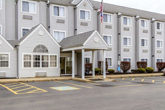 Quality Inn & Suites: Hotel entrance