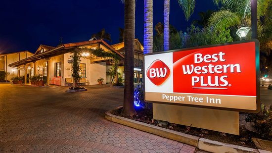 Best Western Plus Pepper Tree Inn : Hotel Exterior at Night