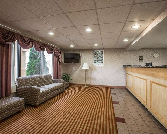Pilot Mountain, Carolina del Norte: Lobby with sitting area