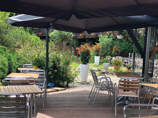 Beaumont, Frankrike: Terrasse ombragée