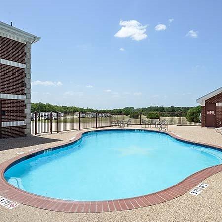 Atria Hotel RV McGregor Pool