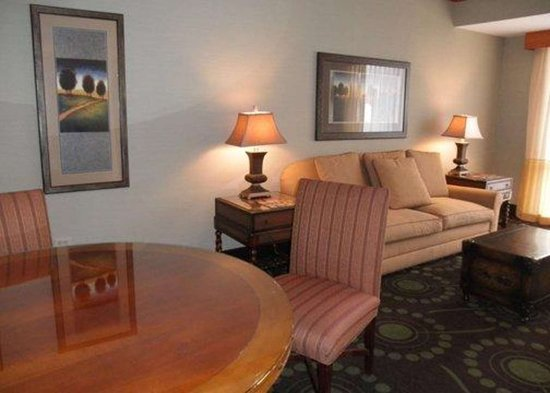 Florissant, MO : Lobby with sitting area