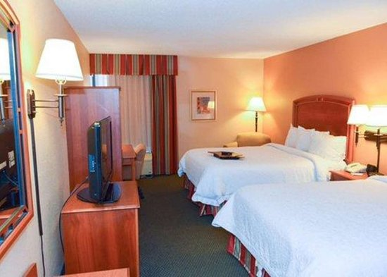 Florissant, MO : Guest room with queen beds