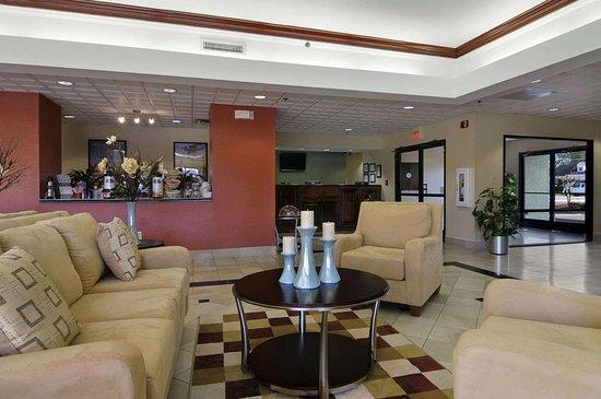 Baymont by Wyndham Statesboro: Lobby