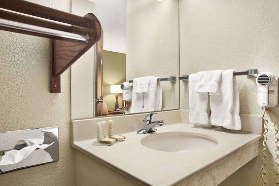 Haubstadt, IN: Bathroom