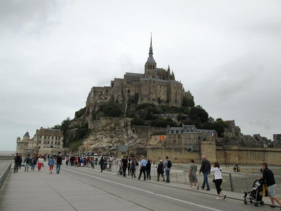 """แอบบีดูมองต์เซนต์มิเชล: la """"passerella"""" terminale che porta a Le Mont St. Michel"""