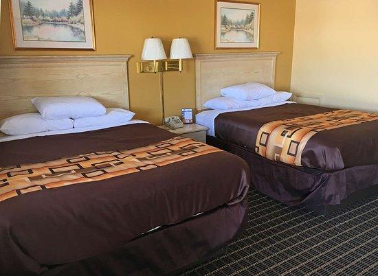 Millbury, OH: Two Queen Beds Suite