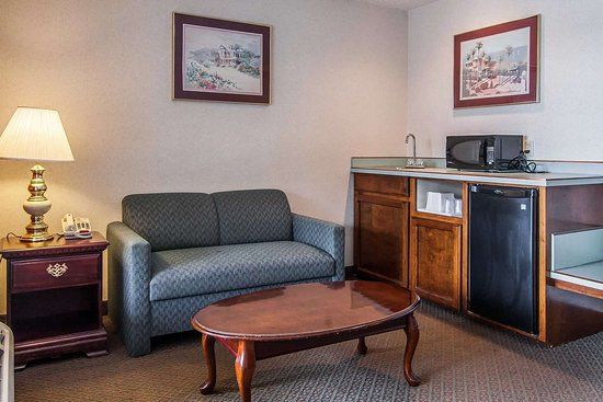 Econo Lodge Southeast: Guest room with sofabed