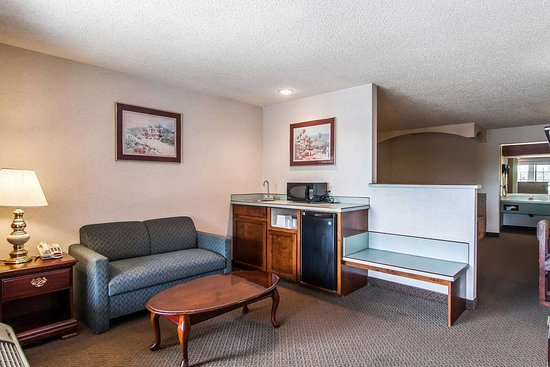 Econo Lodge Southeast: Guest room