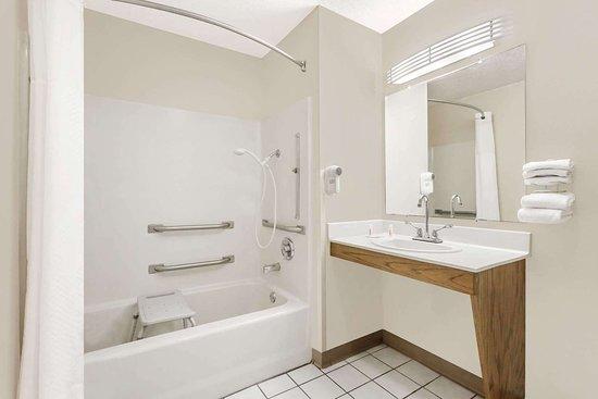Anderson, ساوث كارولينا: Guest room bath
