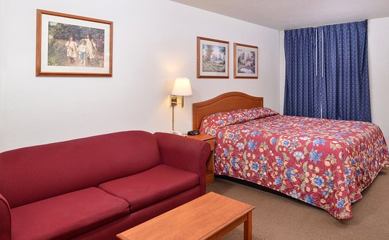 Smackover, AR: One King Bed Accessible Guest Room